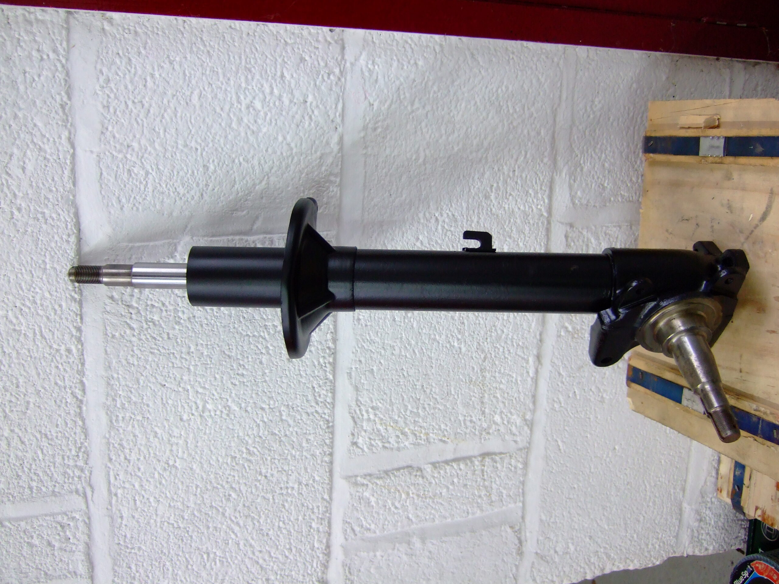 Front suspension leg (used)