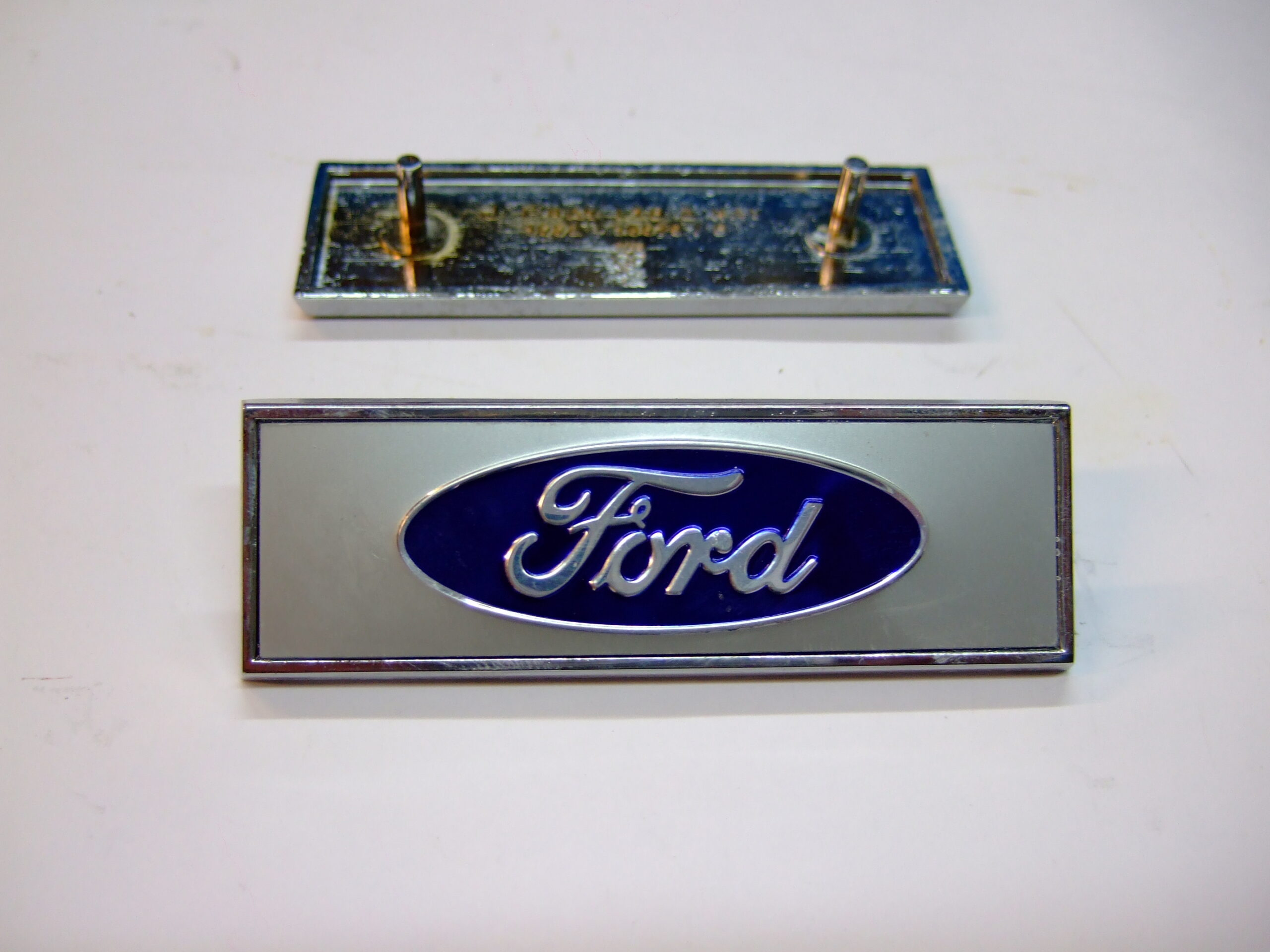 Ford front wing badge